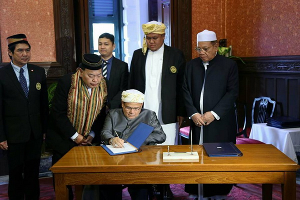 จุฬาราชมนตรีลงนามถวายพระพรชัยมงคลสมเด็จพระนางเจ้าฯ พระบรมราชินีนาถ