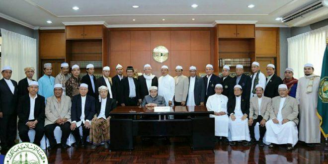 นายอรุณ บุญชม ประธาน กอ.กทม.นำคณะกรรมการอิสลามประจำกรุงเทพมหานคร ชุดใหม่ เข้าเยี่ยมคารวะท่านจุฬาราชมนตรี
